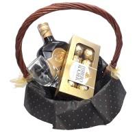 Дамска кошница с ликьор и гравирана чаша
